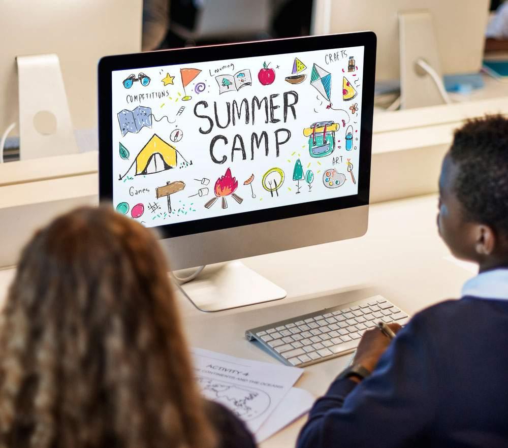 alumnos asistiendo a un campamento de verano en Murcia